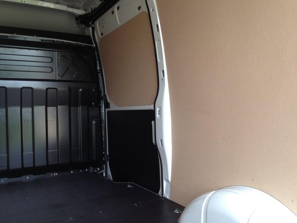 Obložena bočna vrata do pune visine