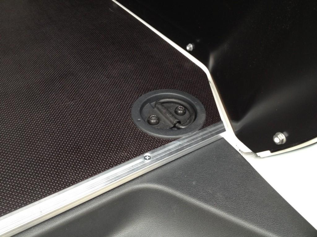 PVC čašice i kopče za vezanje tereta - VW originalni dijelovi