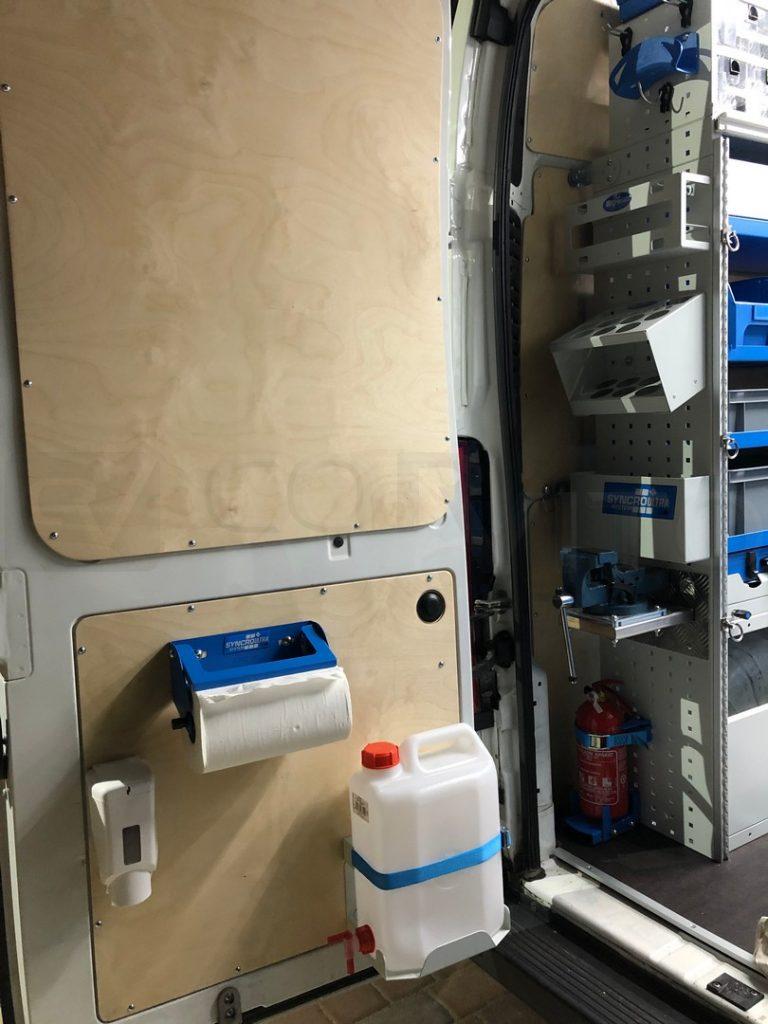 Demo vozilo - oprema za pranje ruku na stražnjim vratima